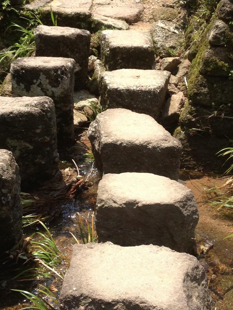 Stenen over water