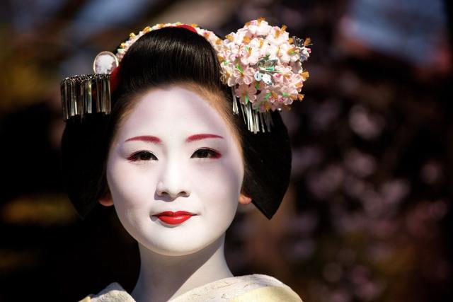 geisha-culture_of_japan-gion-japanese_people-kanzashi-maiko-woman